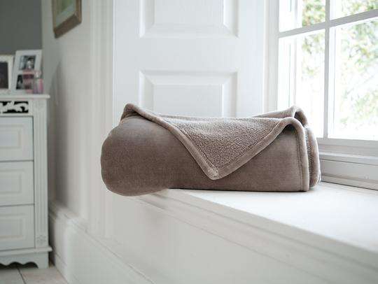 Fleece Beige Throw