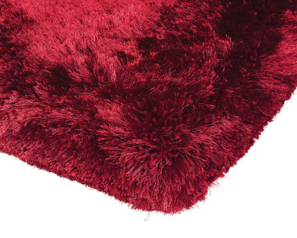 Heavy weight shaggy rug in a rich red